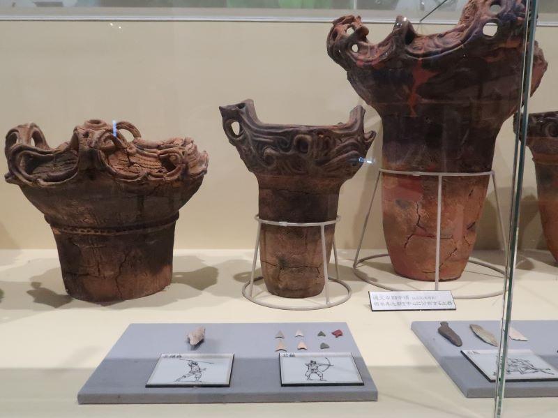 縄文式土器と矢じり 湯西川くらし館 湯西川水の郷