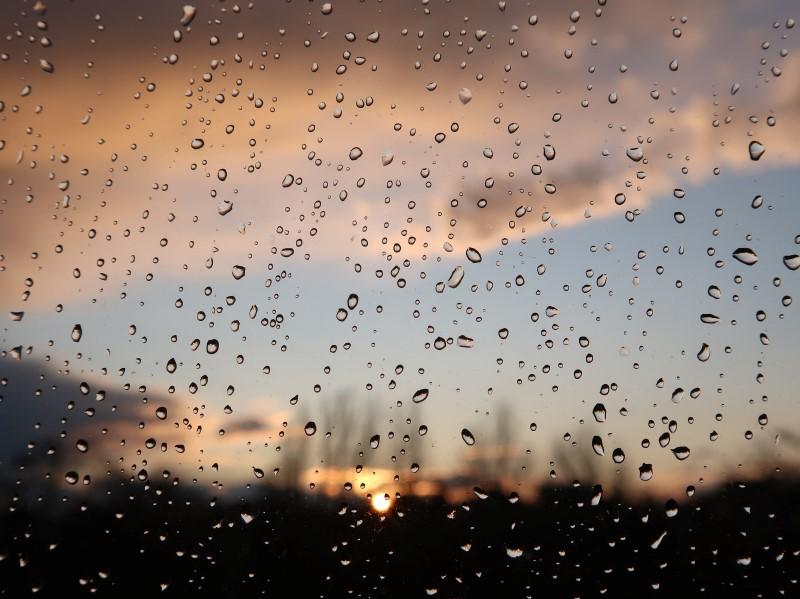 雨の夕焼け