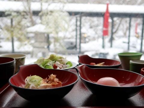 揚羽(平家の庄) 雪の庭と朝食
