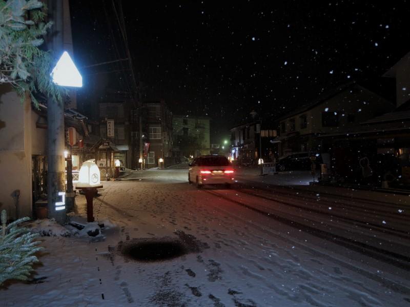 ストロボ調光量:中 湯西川温泉街に降る雪