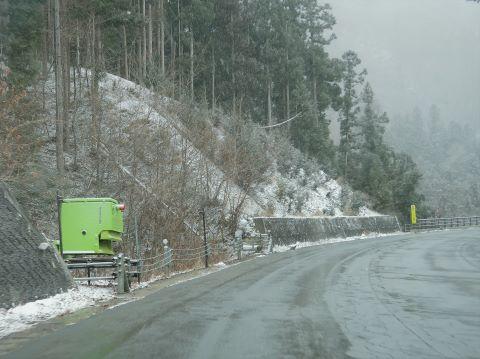 凍結防止剤散布装置 湯西川温泉