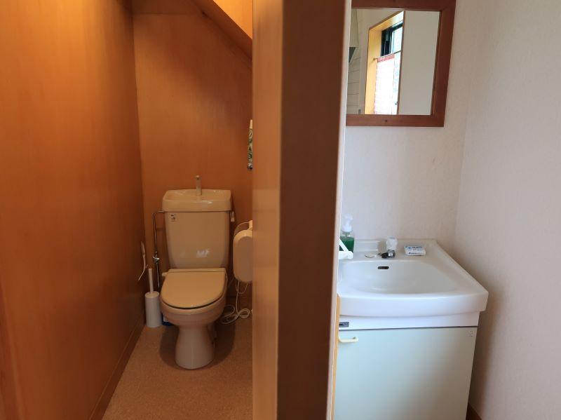 トイレと洗面台 みよりふるさと体験村男鹿の湯コテージ
