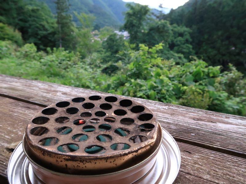 蚊取り線香 4名用コテージのウッドデッキでBBQ みよりふるさと体験村男鹿の湯