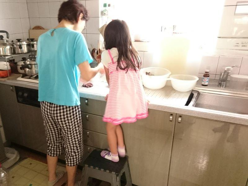 母と姪と私 実家の台所