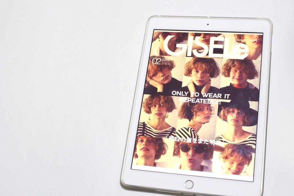 タブレットで雑誌ジゼルを読む