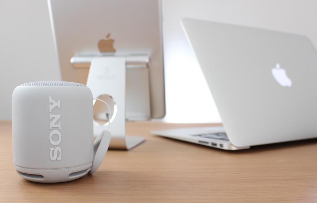 macbookairとipadとソニーのブルートゥーススピーカーSBS-XB10