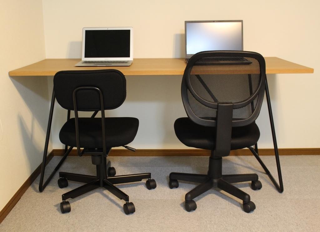 無印良品折りたたみテーブル160cmと椅子2脚隣合わせ