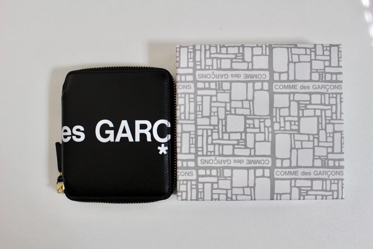 ギャルソンロゴ財布