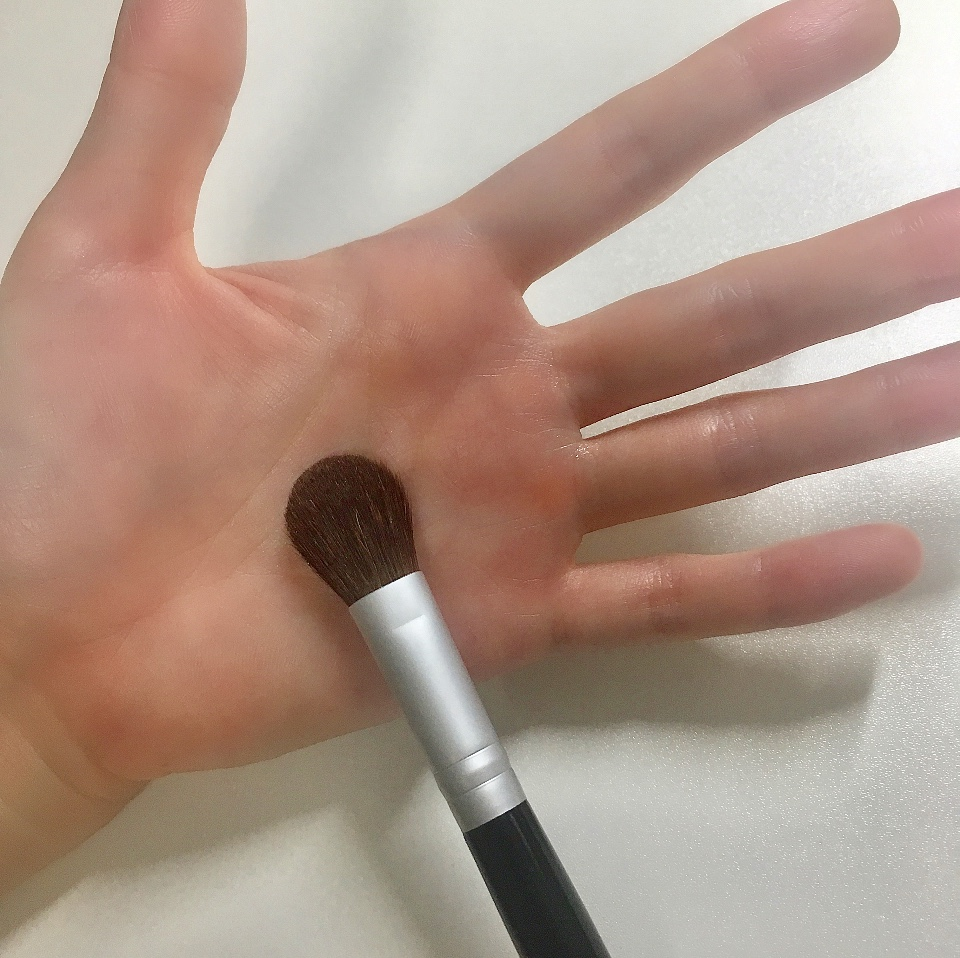 ロージーローザ のハイライトブラシの大きさ