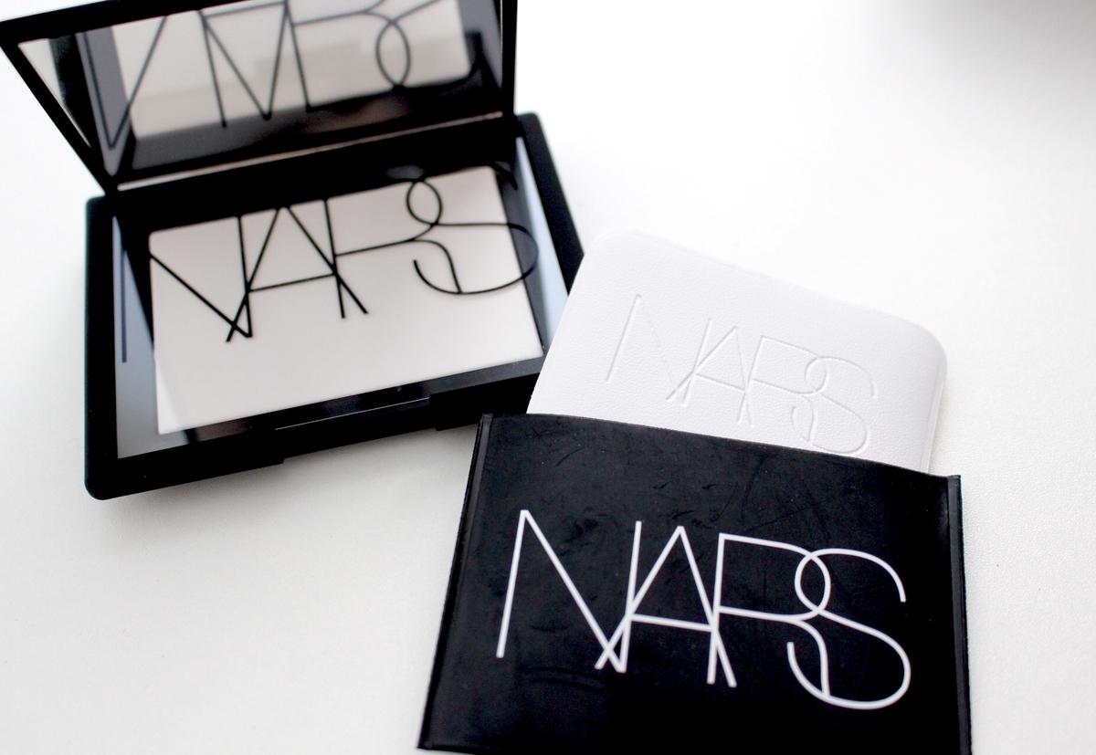 NARS リフ粉のケース