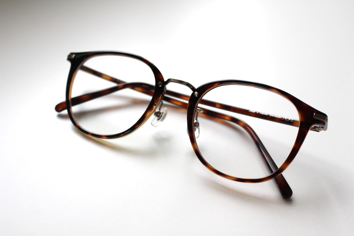 イガリシノブ  美人見えメガネ