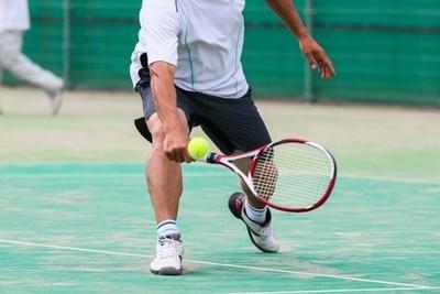 テニス、バックボレーの打ち方