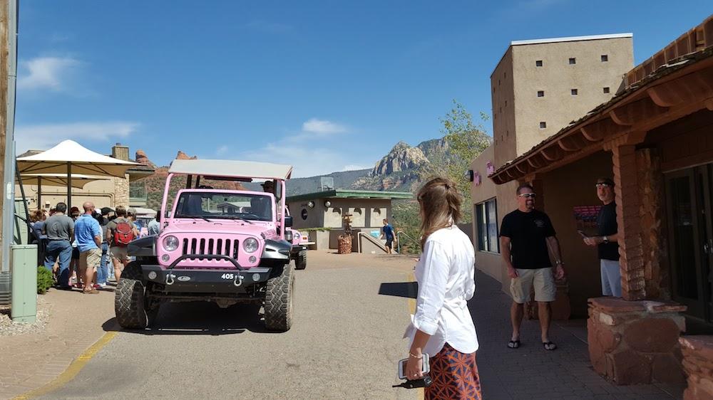 セドナ観光で人気のピンクジープ