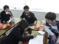 皆で勉強しているのです。