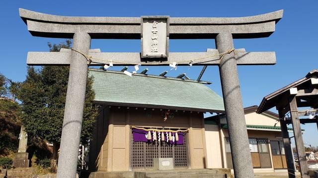 富士山神社の鳥居と拝殿