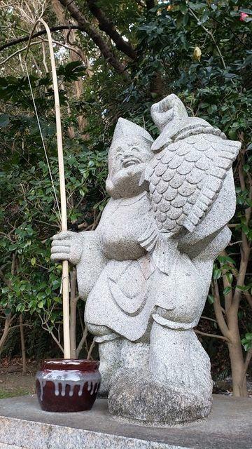 富岡八幡宮のえびす様の像