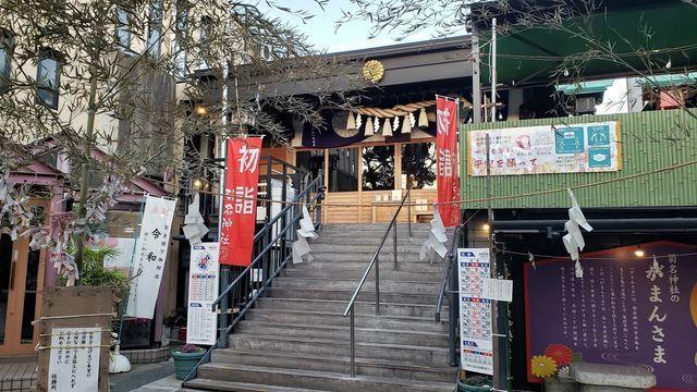 菊名神社の境内