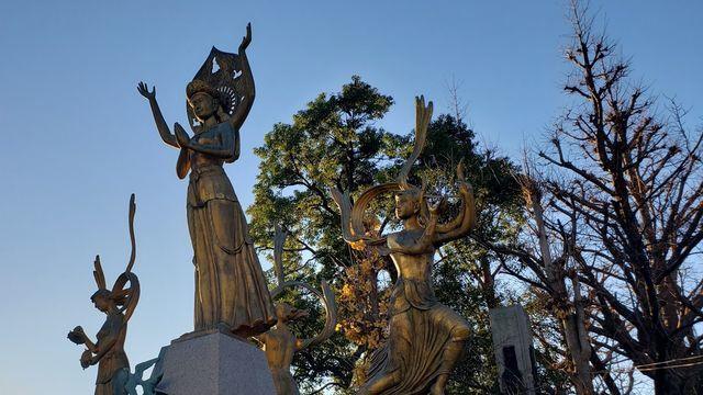 川崎大師の『祈りと平和の像』