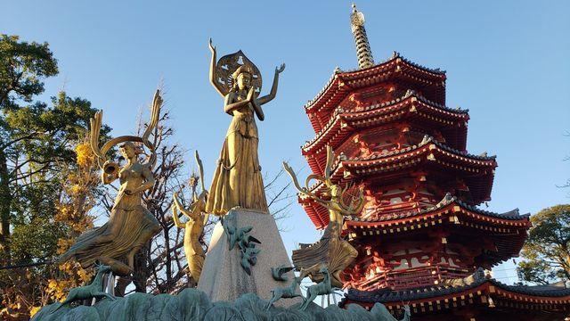 川崎大師の祈りと平和の像