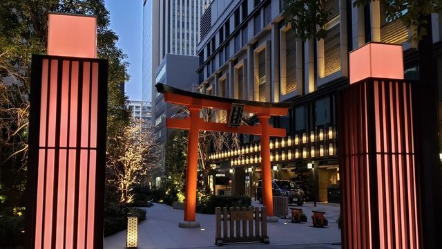 夜の福徳神社の鳥居