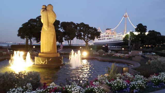 山下公園夜景/水の守護神像