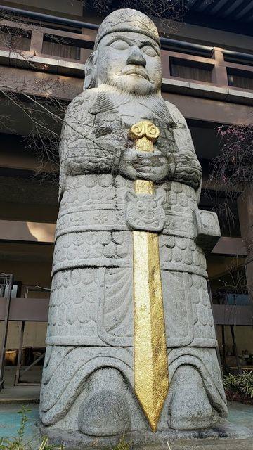 善養密寺の石像