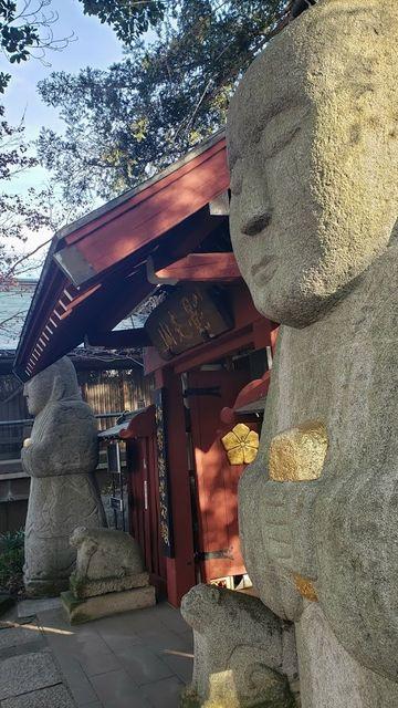 善養密寺の山門と石像