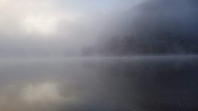 精進湖の日の出