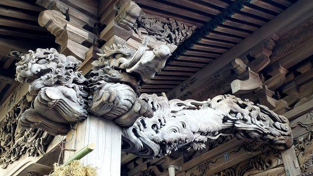 大瀬神社の拝殿の彫刻