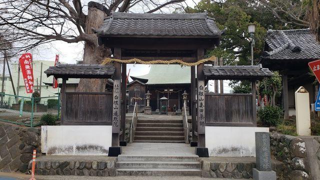 妻田薬師の山門