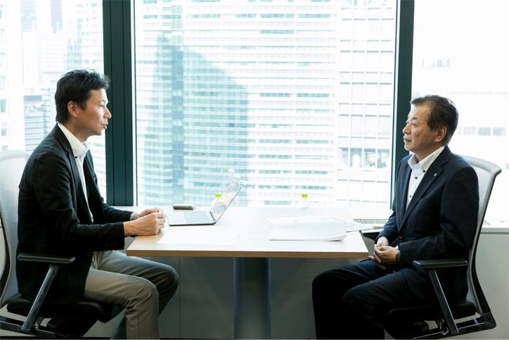 LPWAについて語り合う東京大学大学院准教授川原氏と河野藤枝市副市長