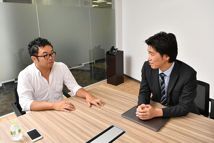 IoTについて対談する高宮氏と桑原氏