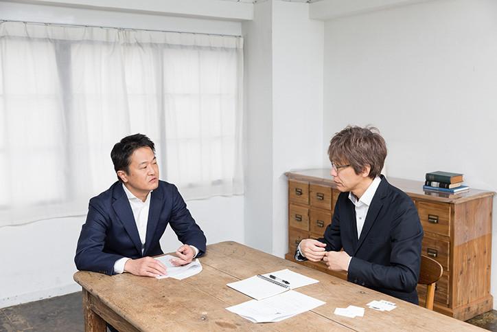対談する上永吉氏と及川氏