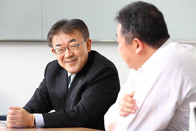 IoTのネットワークについて語り合う小塚氏と丹羽氏