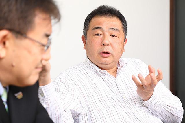 家電IoTについて語り合う小塚氏と丹羽氏