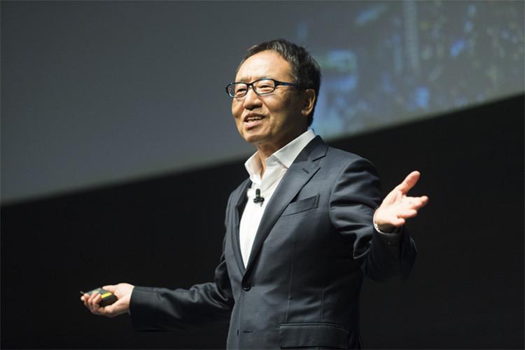 「すでに新たなデジタルプラットフォーマーが世界中で生まれています」と語る宮内氏