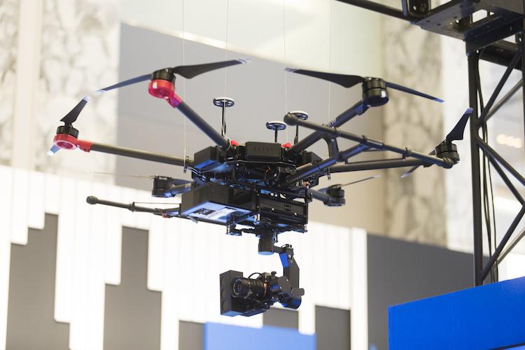 自動飛行ドローン&「センチメートル級測位サービス」