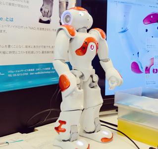 多言語レセプションロボット