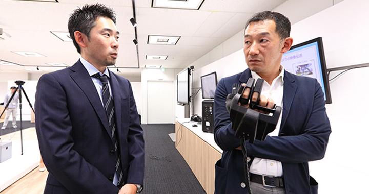 ハプティクスについて語り合う湧川氏と有坂氏