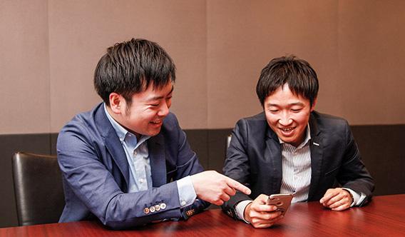 SoftBank Brainを操作する片岡氏と齋藤氏