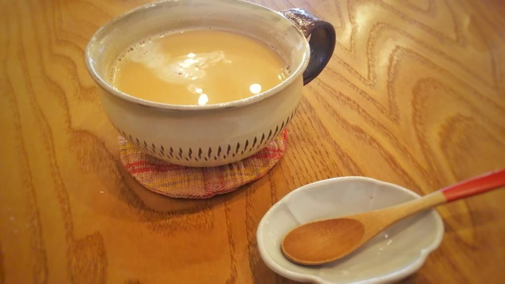 二三味コーヒーのホットのカフェオレ