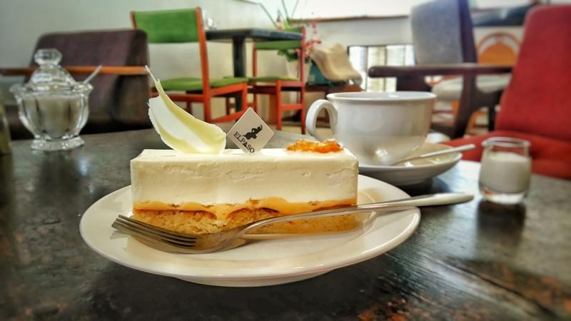 ELPASOのケーキのミストラルとドリンクのコーヒー