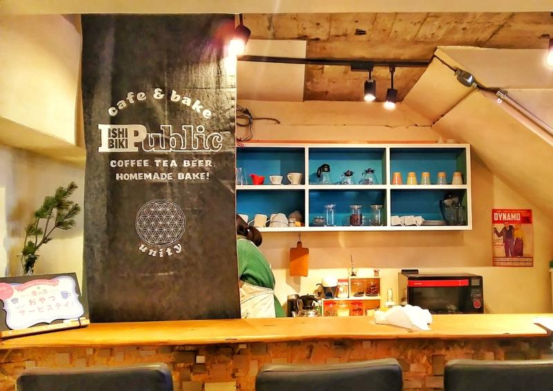 石引publicの店内にあるオープンなカフェスタンド