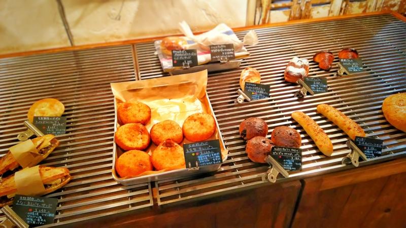 ヨシタベーカリーのディスプレイされたパン