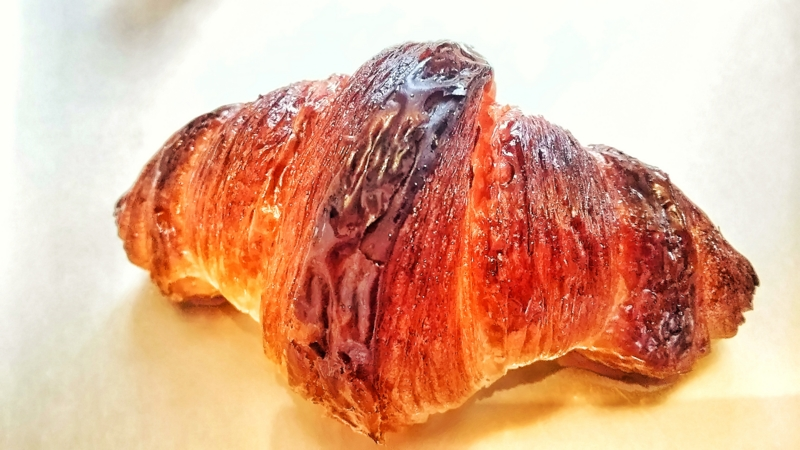 ヨシタベーカリーの発酵バターのクロワッサンスイート