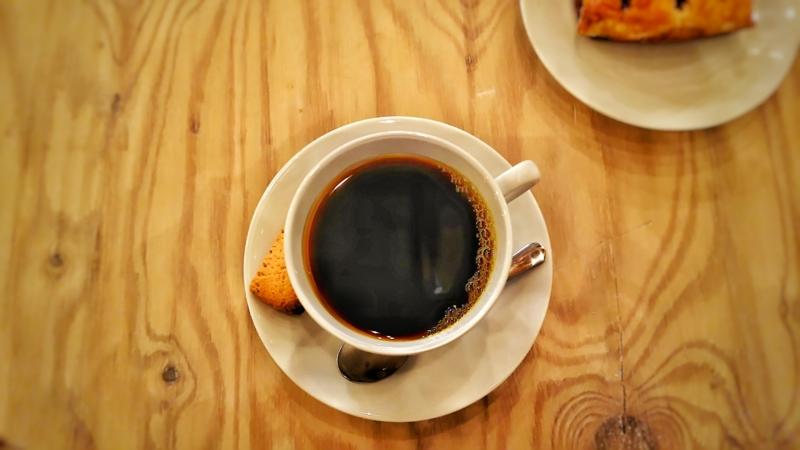 Kocco Cafeのコーヒーとアップルパイ
