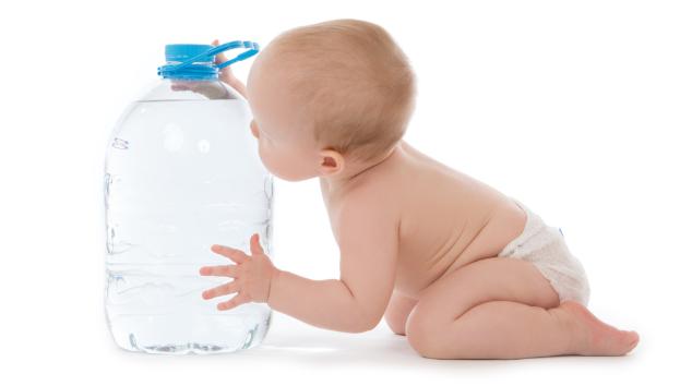 赤ちゃんが飲むお水の選び方は?