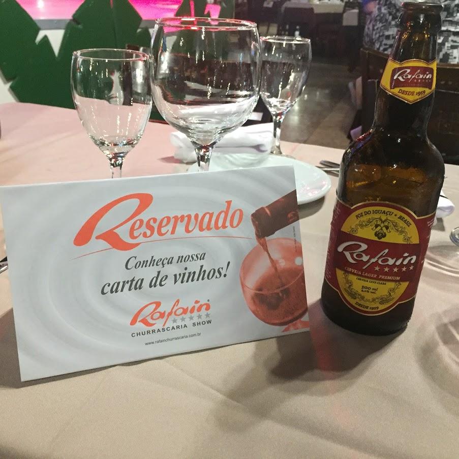 イグアスにあるラファイン・カタラタス・シュラスカリア・ショー。RAFAIN CATARATAS CHURRASCARIA SHOW