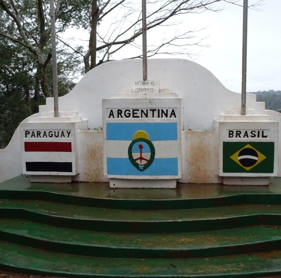 アルゼンチンとパラグアイとブラジルの三国国境地点