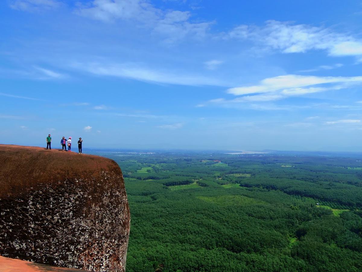 タイのブンカーン県にあるクジラ岩